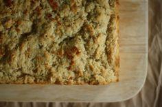 parmesan garlic herb beer bread (via butter me up brooklyn)