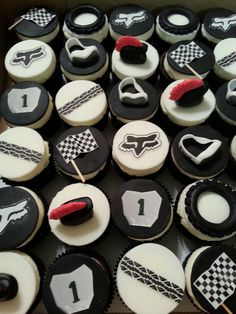 Motocross cupcakes for a Dirt Bike themed party. Motorcycle Birthday Parties, Dirt Bike Party, Dirt Bike Birthday, 10th Birthday Parties, Birthday Ideas, Motocross Cake, Motorbike Cake, Fondant Cupcake Toppers, Cupcake Cakes