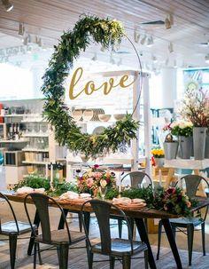 DIY Hula Hoop Wreaths for Wedding - Wedding DIY Decor - Wedding Greenery {Pretty My Party}
