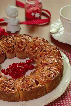 Bolo coroa de Natal in 2020 Portuguese Desserts, Portuguese Recipes, Blueberry Banana Bread, Christmas Bread, Pan Dulce, Brownie Cake, Sweet Cakes, Cookbook Recipes, Caramel Apples