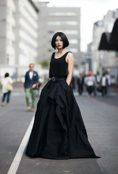 Little Black Dress : Retro inspired street style… Style Noir, Mode Style, Style Me, Look Fashion, Womens Fashion, Street Fashion, Fashion Models, High Fashion, Estilo Real