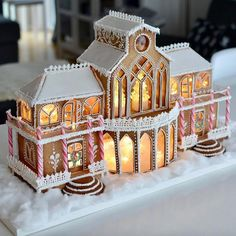 Homemade Gingerbread House, Cool Gingerbread Houses, Gingerbread House Designs, Christmas Gingerbread House, Swedish Christmas, Gingerbread Cookies, Christmas Desserts, Holiday Treats, Christmas Treats