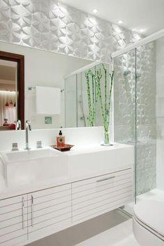 Banheiro Branco + Relevo Branco iluminado