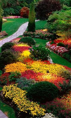 Wow, pretty flower beds! Butchart Gardens, Brentwood Bay, British Columbia, Canada