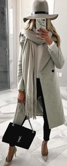 Women Clothing gray coat with gray hat and gray fringed cloth. Pic from Women ClothingSource : grauer Mantel mit grauem Hut und grauem Fransentuch. Fall Winter Outfits, Autumn Winter Fashion, Spring Outfits, Autumn Casual, Winter Chic, Dress Winter, Winter Clothes, Autumn Fashion Women Over 40, Winter Style