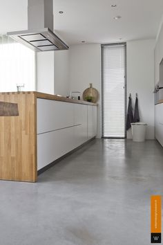 Modern Kitchen Interiors, Interior Design Kitchen, Epoxy Concrete Floor, Danish Kitchen, Hidden Pantry, Rustic Kitchen Decor, Industrial House, Living Room Inspiration, Kitchen Flooring