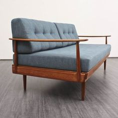 Daybed Knoll Antimott.  another life, another budget.