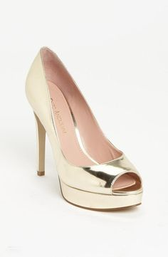 Glam, gold shoe.