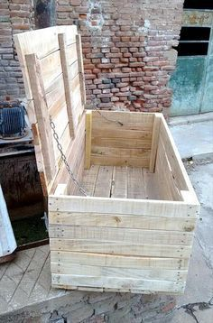 DIY pallet furniture inspiring ideas and how to keep your own furniture out from pallets, utilize recycled pallet woodland to develop your next masterwork! Wooden Pallet Projects, Wooden Pallet Furniture, Pallet Crafts, Wooden Pallets, Wooden Diy, Diy Projects, Diy Crafts, Pallet Ideas, Wooden Trunk Diy