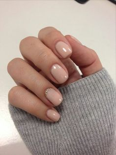 ▷ 1001 + tolle Ideen, wie Sie Gelnägel selber machen - fingernägel selber machen, lange ärmeln, kurze nägel in beige, kleine strasssteinchen La meilleur - Acrylic Nail Designs, Nail Art Designs, Acrylic Nails, Nails Design, Chic Nails, Fun Nails, Xmas Nails, Halloween Nails, French Nails