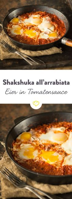 A breakfast for the weekend, a quick snack for lunch or comfort food after work: that's Shakshuka. Here is a savory variant. A breakfast for the weekend, a quick snack for lunch or comfort food after work: that's Shakshuka. Here is a savory variant. Patatas Guisadas, Breakfast Desayunos, Food Porn, Spicy Tomato Sauce, Good Food, Yummy Food, Snack Recipes, Healthy Recipes, Paleo Food