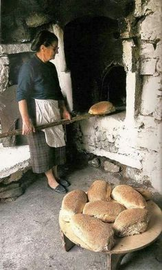 Yiayia making bread the old fashioned way, Greece Crete Greece, Athens Greece, Greek Bread, Myconos, Kusadasi, Sour Taste, Our Daily Bread, Greek Recipes, How To Make Bread