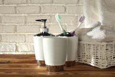 Badezimmer Accessoires Weiss Badkameraccessoires Wit Share your vote! Soap Dispenser, Barware, Cosmetics, Stock Photos, Bathroom, Peignoir, Decor, Lifestyle, Tips