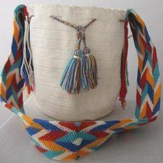 Venta de Mochilas Wayuu hechas a mano con algodón por indígenas Wayuu de la Guajira, hermosos diseños - Productos de Colombia.com