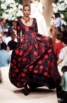 #YvesSaintLaurent: Haute Couture Automne Hiver 1995 #Mode #lamodevintage http://www.la-mode-vintage.com/