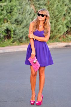 Those shoes! That dress! That clutch! Everything goes so nicely. Beautiful long legs too! So perfect. WANT.