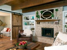 A large opening was cut in the wall between the living room and adjacent room to join the two spaces. When it serves as a guest bedroom, the adjacent room can be closed off with the sliding barn doors.