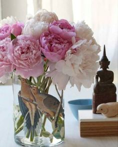 Brighten up with beautiful flowers  #vase #flowers #inspiration
