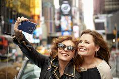 Susan Sarandon e Geena Davis revisitam cenas de 'Thelma & Louise' em ensaio