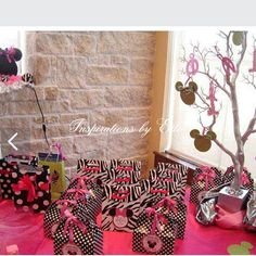 Minnie Mouse Polka-dot Favor Boxes