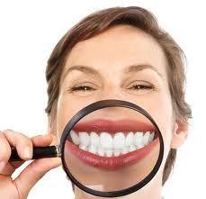 Zoetigheid en tanden dit is een combinatie die niet zo goed bij elkaar past. Zetmeel bestaat voor honderd procent uit suiker, mondbacteriën gebruiken zetmeel voor hun eigen voeding en zetten dit om in energie. Als afvalstof word dan melkzuur gevormd, voor de mondbacterie is dit melkzuur giftig en dit word dus uitgescheiden als plaque op de tanden. Probeer om je tanden te sparen de momenten van zoetigheid eten sterk te beperken. Zoetigheid en tanden !!