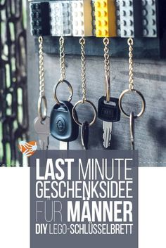 Last Minute Geschenk für Männer: DIY Lego-Schlüsselbrett Diy Gifts Last Minute, Easy Diy Gifts, Handmade Gifts, Lego Key Holders, Legos, Diy Gifts For Christmas, Christmas Tree, Diy Lego, Wallpaper World