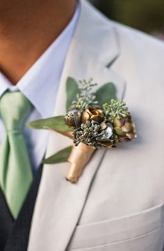 Love these rustic gold boutonnieres on Grey Likes Weddings.
