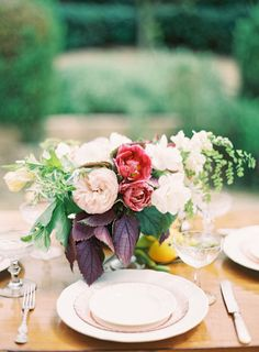 to-die-for centerpieces by Poppies and Posies  Photography by jenhuangphotography.com, Floral Design by poppiesandposies.com