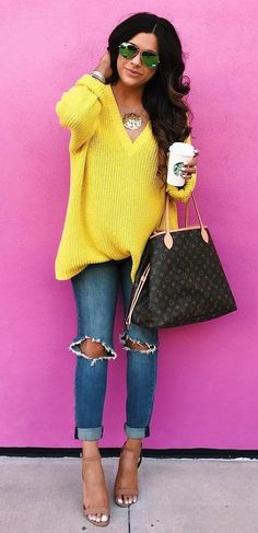 trendy outfit yellow knit + bag + rips