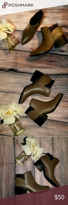 NWOT S VERA WANG CHELSEA ANKLE BOOTIES SZ 6.5 NEW WITHOUT TAG  TRIED ON ONLY! SIMPLY VERA WANG ANKLE BOOTIES GORGEOUS TAUPE COLOR SZ 6.5  PERFECT TO WEAR WITH JEANS!  BUNDLE TO SAVE! Simply Vera Vera Wang Shoes Ankle Boots & Booties