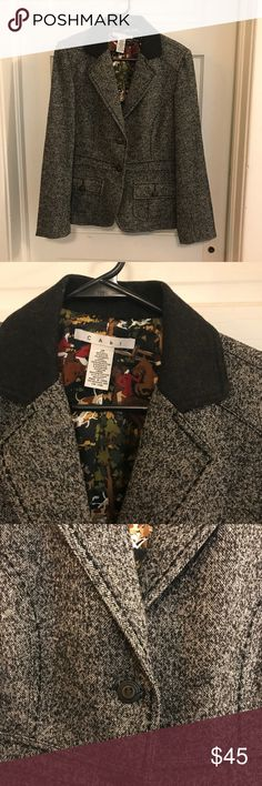 Cabi Equestrian Tweed Wool Jacket Stylish Cabi equestrian jacket, tweed black, white and gray (all looks gray). Beautiful detailing, look at the horse lining! Excellent used condition, size 10, fits like a Cabi medium. Armpit to armpit 18.5 CAbi Jackets & Coats Blazers