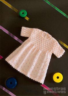 2,40€ #muestrasymotivos #bebe #tricot Viste a la princesa de la casa con este magnífico vestido rosa tejido a tricot. Talla3-6/9meses. http://www.e-muestrasymotivos.com/bebes-tricot/66-ebebes2607.html