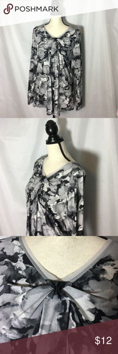 SV by Vera Wang Floral Tunic Flowy Black, Gray and White tunic.  Size M. Excellent Used Condition.  Like New. Simply Vera Vera Wang Tops Tunics