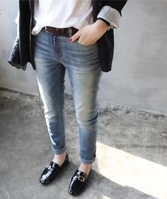 MINIMAL + CLASSIC: patent loafers & rolled up denim