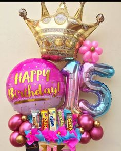 Candy Bouquet Diy, Gift Bouquet, Balloon Bouquet, Candy Gift Baskets, Candy Gifts, Birthday Balloon Decorations, Birthday Balloons, Qualatex Balloons, Balloon Display
