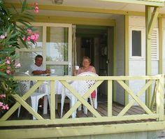Encuentra tu bungalow en Alcossebre (Camping Playa Tropicana) al mejor precio.