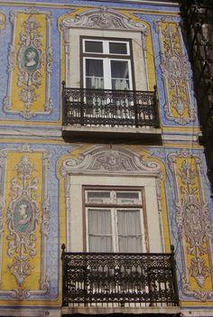 Façade lisboète, Lisbonne, Portugal // by villerose4431  via Flickr