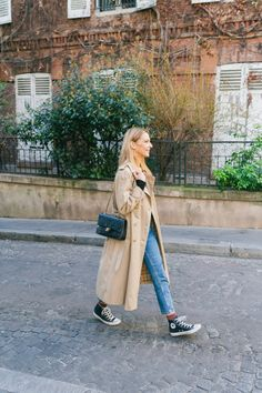 Trench Coat Outfit, Beige Trench Coat, Burberry Trench Coat, Estilo Fashion, Look Fashion, Autumn Fashion, Trenchcoat Style, Outfit Stile, Mode Turban