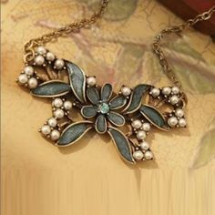 $6.91 Korea Style and Stylish 5PCS Pearl Inlaid Butterfly Shape Necklace <3 Interview?