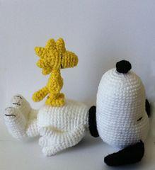 Snoopy & Woodstock bird amigurumi pattern I WANT to learn how to do this! Cute Crochet, Crochet Crafts, Yarn Crafts, Crochet Baby, Crochet Amigurumi, Amigurumi Patterns, Crochet Dolls, Disney Crochet Patterns, Crochet Disney