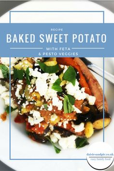 Delicious baked sweet potatoes with feta and pesto vegetables. A healthy lunch recipe that's perfect for eating on a cold day. Easy, healthy and delicious. Easy family food from daisies and pie. Food Baby, Baby Food Recipes, Cooking Recipes, Marinated Vegetables, Healthy Snacks, Healthy Recipes, Low Gi, Vegetarian Lunch, Easy Weeknight Meals