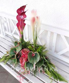 Pracownia florystyczna DecoWianka proponuje Państwu kompozycje nagrobne w wybranej przez Panią kolorystyce i wymiarze. Modern Floral Design, Flora Design, Paper Quilling, Plant Hanger, Funeral, Floral Arrangements, Plants, Gardening, Home Decor