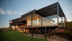 Maison contemporaine sur pilotis bordant l'Océan Pacifique au Chili | Construire Tendance