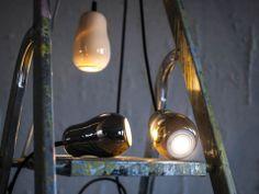 Durant le salon Light + Building de Francfort, Krools présentait de nouvelles structures filaires en métal qui s'adaptent aux lampes et qui ...