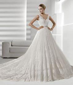 Vestido de novia de la colección 2012 La Sposa #vestidosdenovia #weddingdresses #tendenciasdebodas