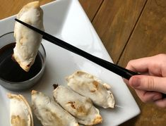 Air fryers are an awesome way to cook up your favorite frozen appetizers and other meals! See how to cook frozen potstickers in the air fryer. Oven Recipes, Air Fryer Recipes, Ninja Recipes, Frozen Potstickers, Frozen Pierogies, Air Fryer Deals, Philips Air Fryer, Frozen Appetizers, Frozen Dumplings