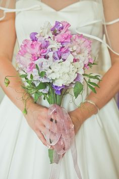 Grace Kelly inspired bride, sweet pea wedding flowers, photography by Carly Bevan