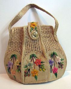 Best DIY Tote Bag - Stacha Styles Wedding Favors Gift Bag Ideas Once brides have determined on t Crochet Handbags, Crochet Purses, Diy Tote Bag, Reusable Tote Bags, Diy Sac, Potli Bags, Embroidery Bags, Straw Handbags, Art Bag
