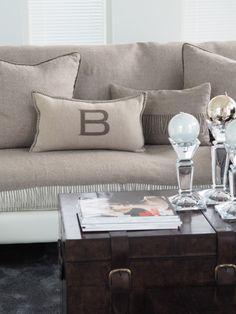 B-logo cushion cover, 30x50cm, ivory/sand
