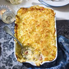 Smoked haddock and bacon pie is a luxurious twist on a classic fish pie recipe that's perfect for a crowd and it's so easy to make, too. Best Fish Recipe Ever, Best Fish Recipes, Pie Recipes, Seafood Recipes, Cooking Recipes, Dinner Recipes, Lemon Fish, Haddock Recipes, Bacon Pie
